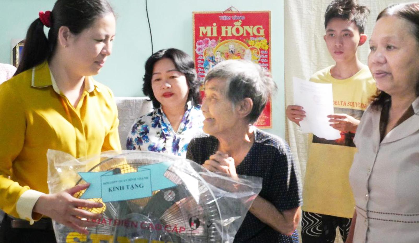Hội LHPN TP.HCM trao tặng mái ấm tình thương cho phụ nữ khó khăn trong những ngày đầu xuân