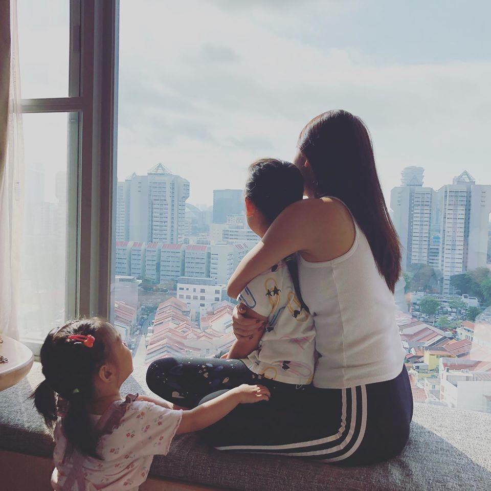 Ngoài Tuệ Lâm, Phạm Quỳnh Anh còn có một thiên thần nhí tên Tuệ An. Nữ ca sĩ có cách dạy con nghiêm khắc và hầu như không sửa soạn hay yêu chiều con quá nhiều. Cô muốn các bé có được tính tự lập.