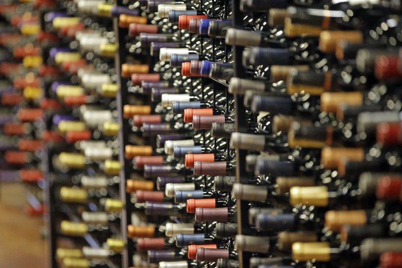 Mặc dù đã có lệnh cấm rượu nhưng tình trạng người Mỹ tiêu thụ đồ uống có cồn không hề giảm - Ảnh: AP