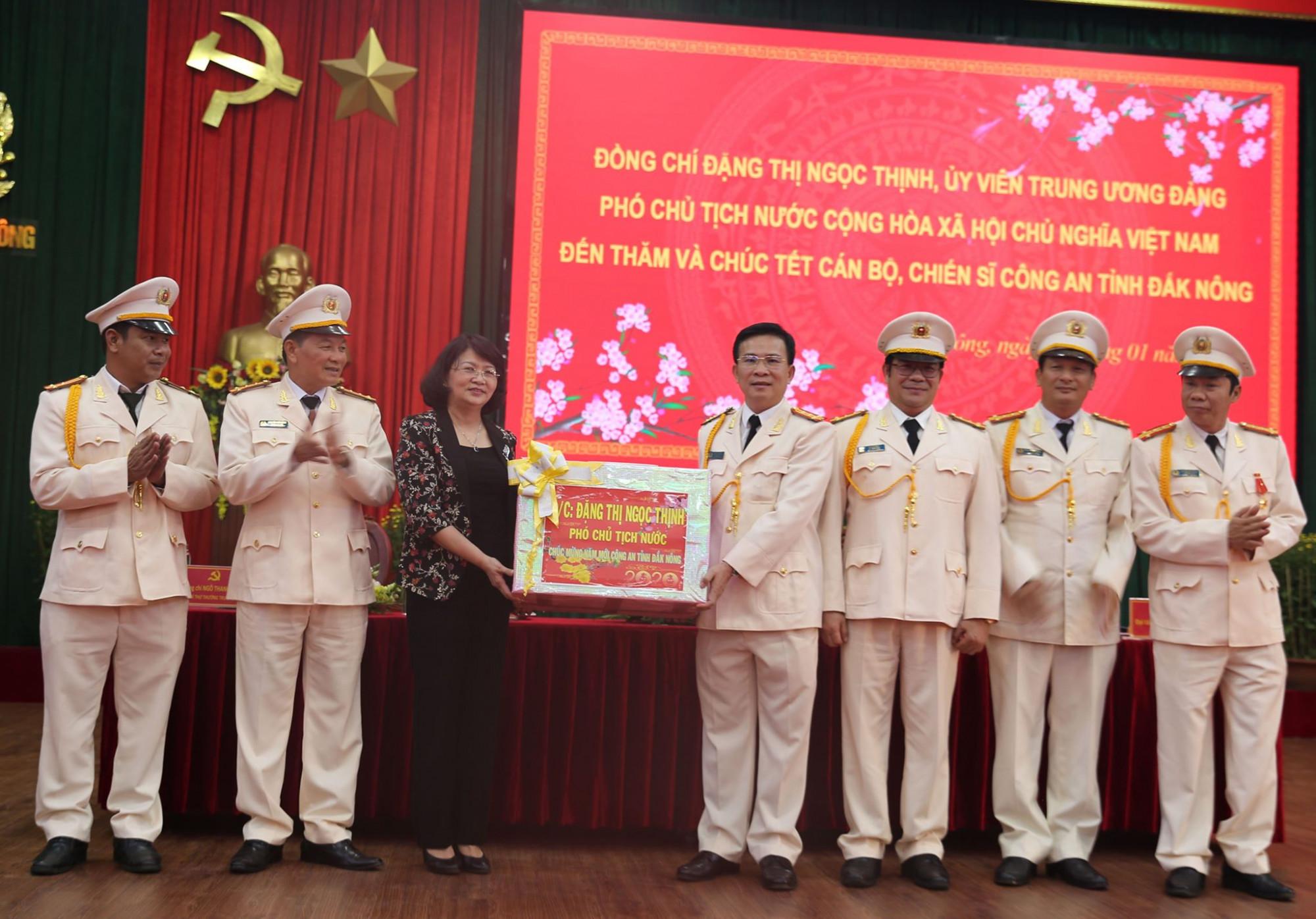 Phó Chủ tịch nước thăm và chúc Tết Công an tỉnh Đắk Nông
