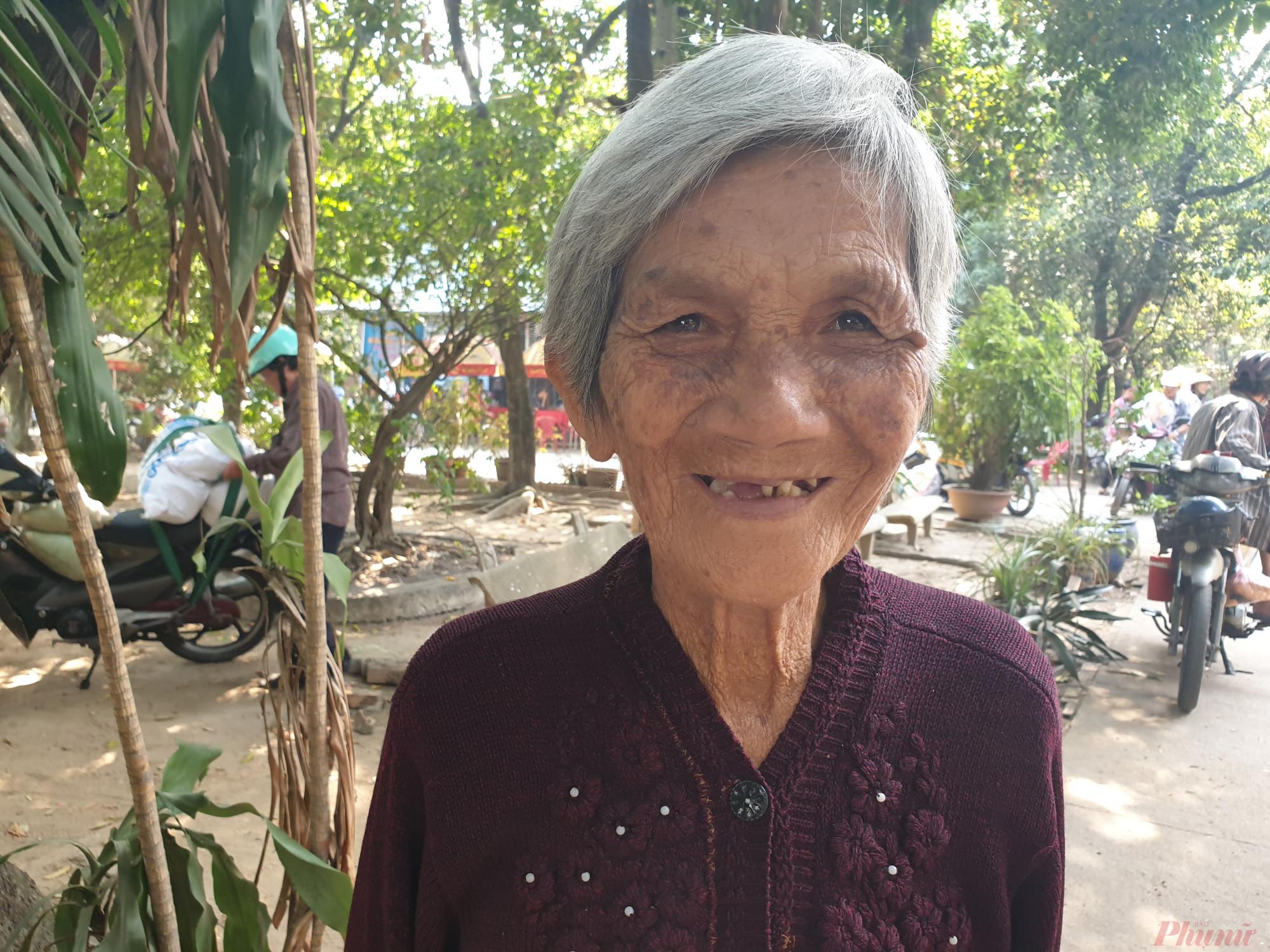 Nụ cười của bà Sáu Tiến , người lo từng bữa ăn cho cả Đoàn cải lương Sài Gòn 2