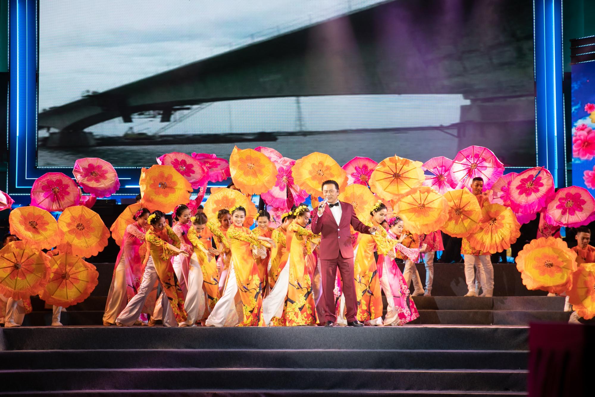 NSND Tạ Minh Tâm tham gia nhiều chương trình nghệ thuật dịp tết Canh Tý
