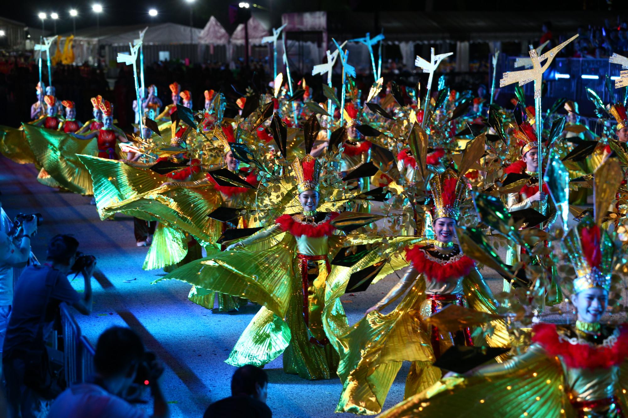 Hình ảnh đoàn nghệ thuật Việt Nam tham gia tại Lễ hội diễu hành đường phố Chingay, Singapore