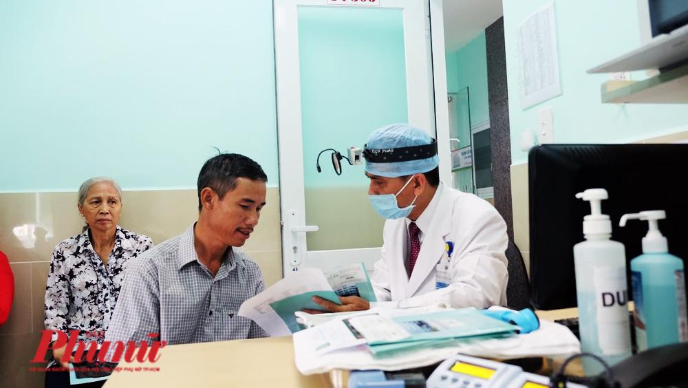 Bệnh nhân đến khám tại BV Tai Mũi Họng TP.HCM. Ảnh: Hiếu Nguyễn