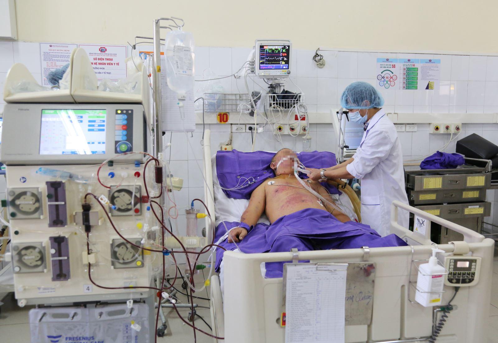 Bệnh nhân bị liên cầu lợn đang được tích cực điều trị tại Bệnh viện Đa khoa tỉnh.