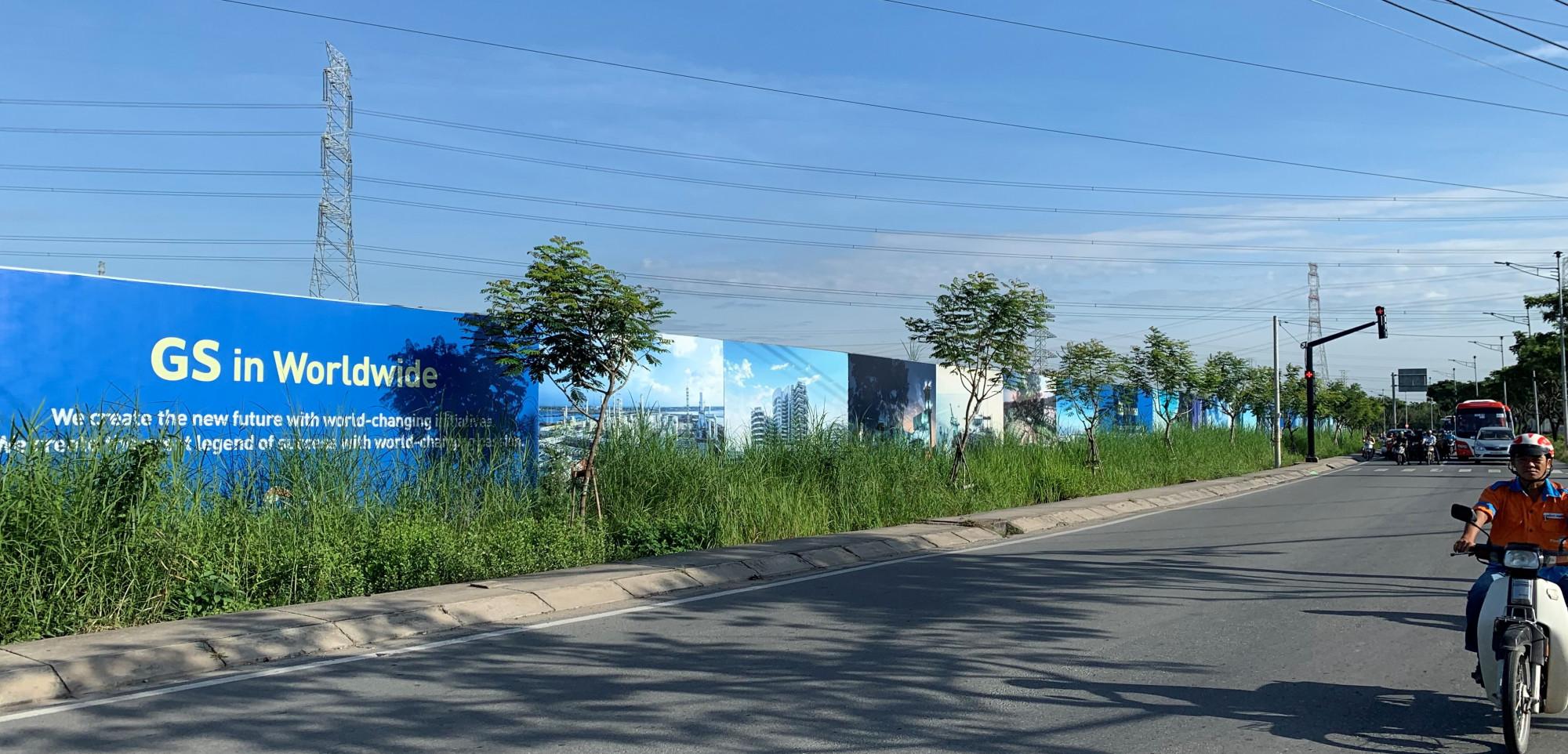 Các ngoài khu đất hàng rào với các tấm pano đã được dựng lên, phải chăng Tập đoàn GS E&C đang