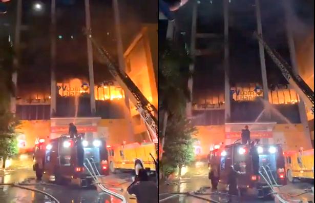 Lực lượng cứu hộ tiếp cận tòa nhà dập lửa bằng xe thang