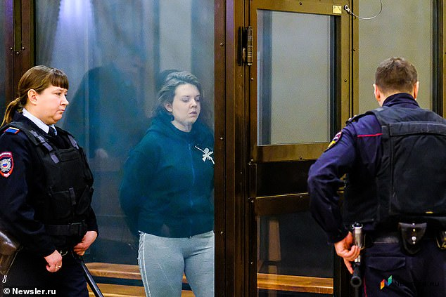 Maria Plenkina (21 tuổi) bị kết án 13 năm vào thứ Sáu 17/1 sau khi thú nhận việc để con gái ba tuổi của mình chết đói vào tháng 2/2019.