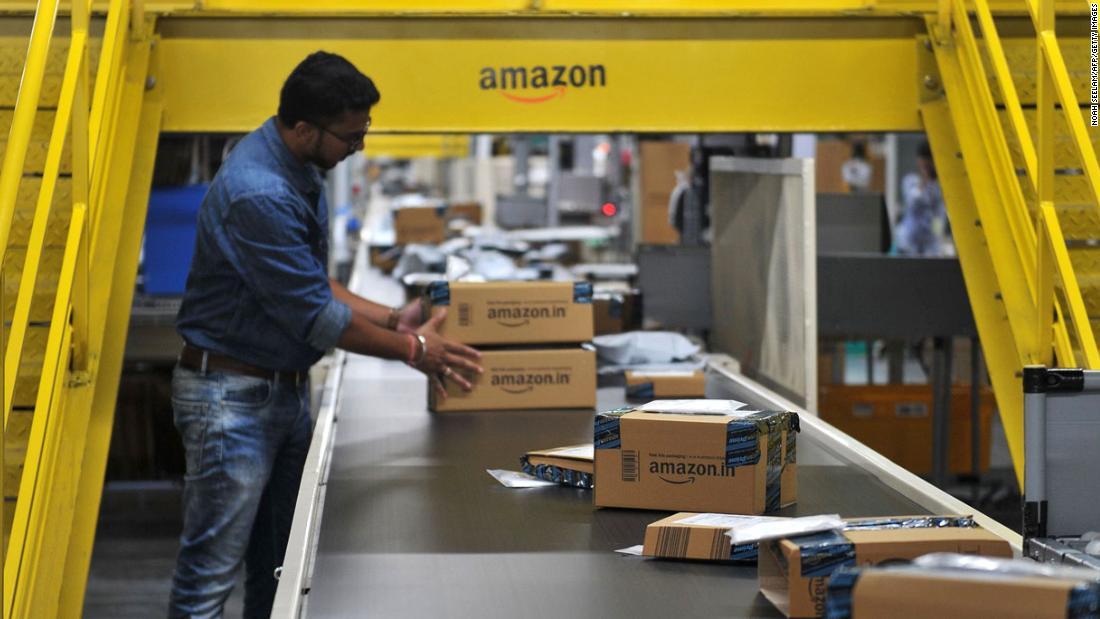 Hơn 550.000 người bán sử dụng trang Amazon Ấn Độ cùng hơn 60.000 nhà sản xuất và thương hiệu Ấn Độ xuất khẩu sản phẩm cho khách hàng trên toàn thế giới bằng cách sử dụng nền tảng của công ty.