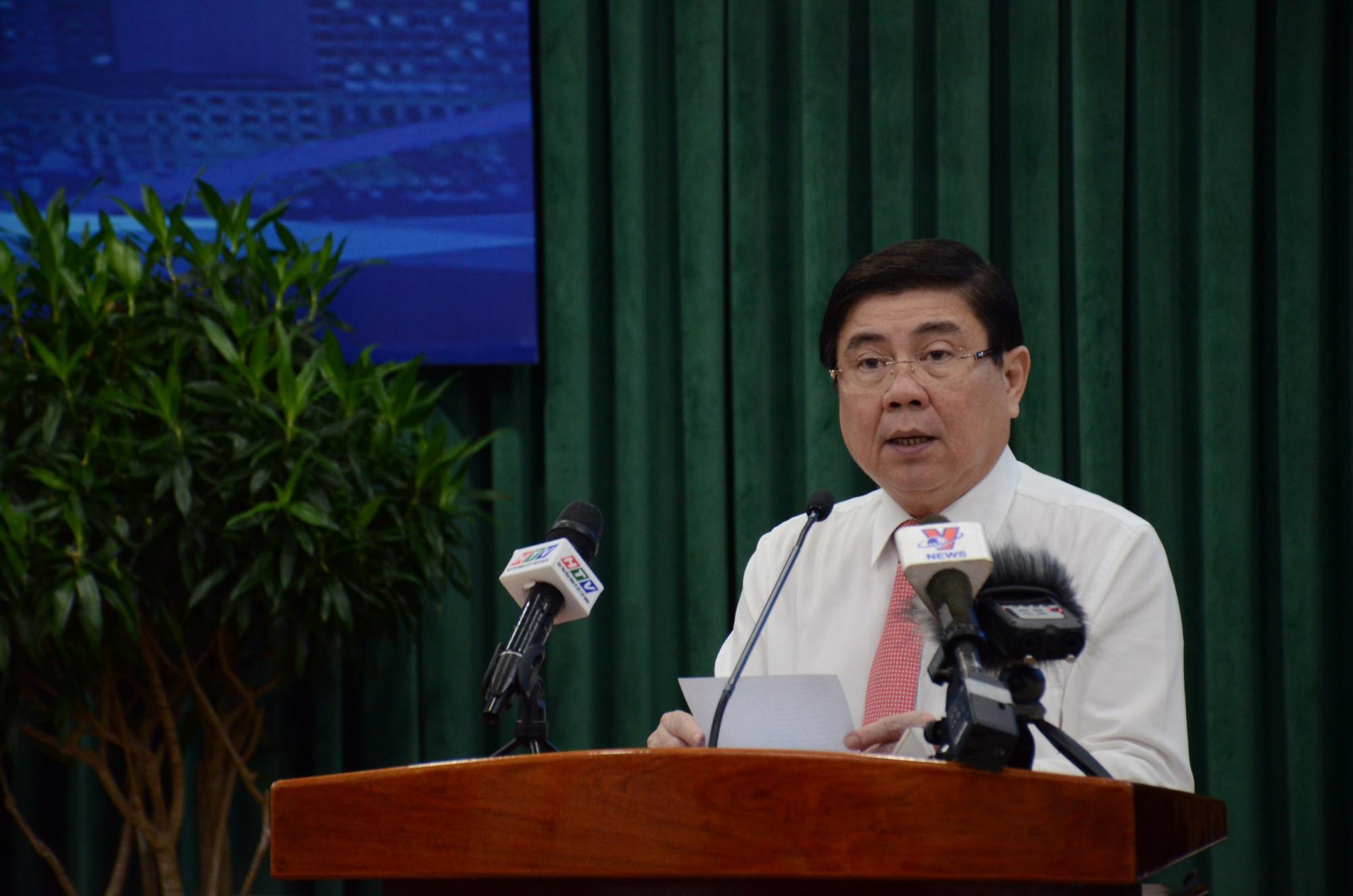 Chủ tịch UBND TPHCM Nguyễn Thành Phong tại hội nghị sáng 18/1