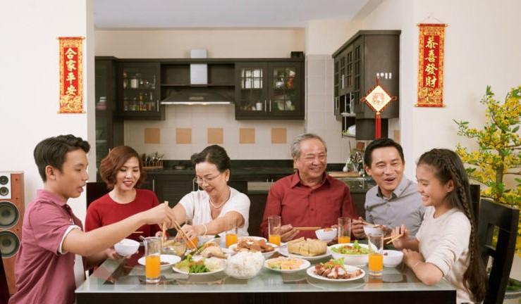 Bữa cơm tất niên là nét đẹp truyền thống của người Việt
