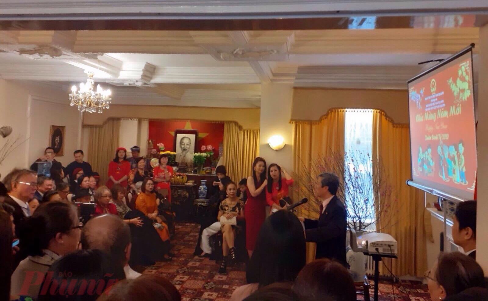 Buổi gặp gỡ thân tình của cộng đồng người Việt tại Đại sứ quán Việt Nam ở Anh