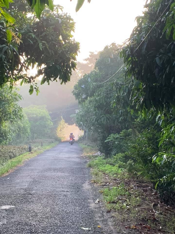 Những con đường nhỏ luôn mờ khói