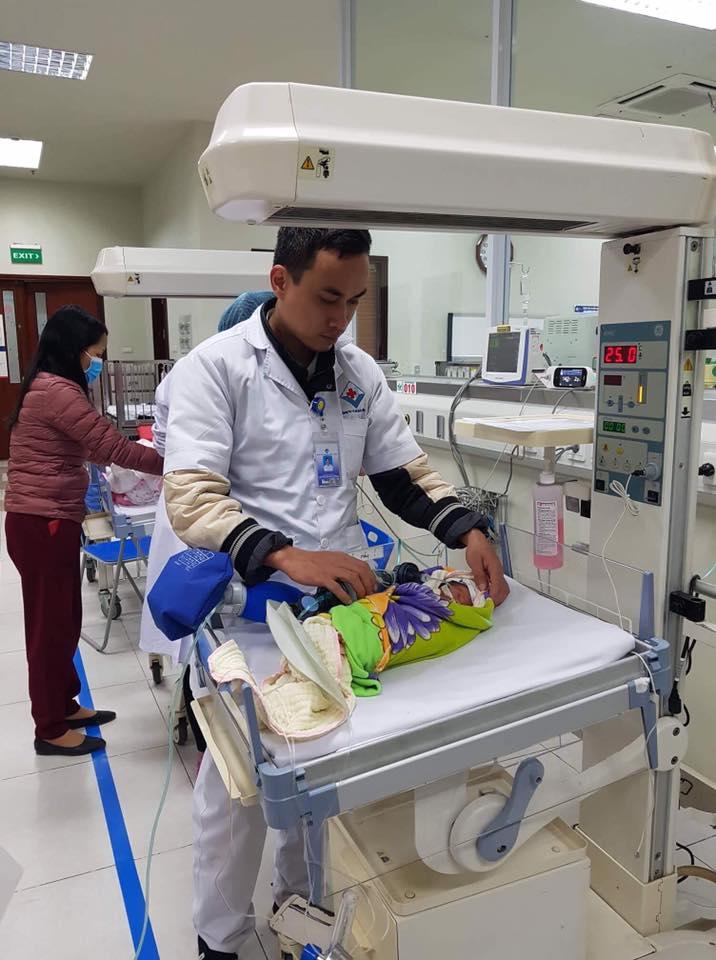 17 giờ các bác sĩ mới tiếp cận được em bé