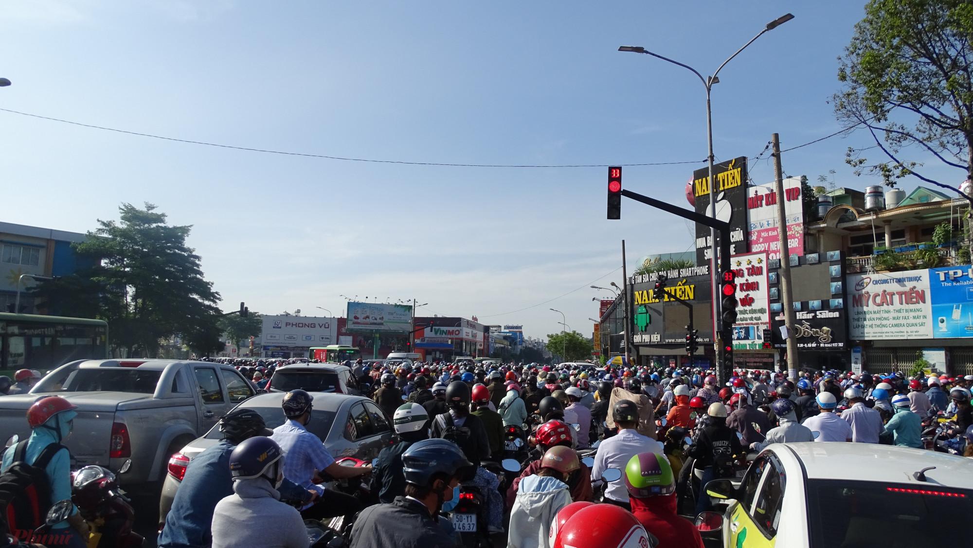 Cảnh kẹt xe khủng khiếp ở Sài Gòn vào những ngày gần Tết Nguyên Đán 2020. Ảnh: Hoàng Nhiên.