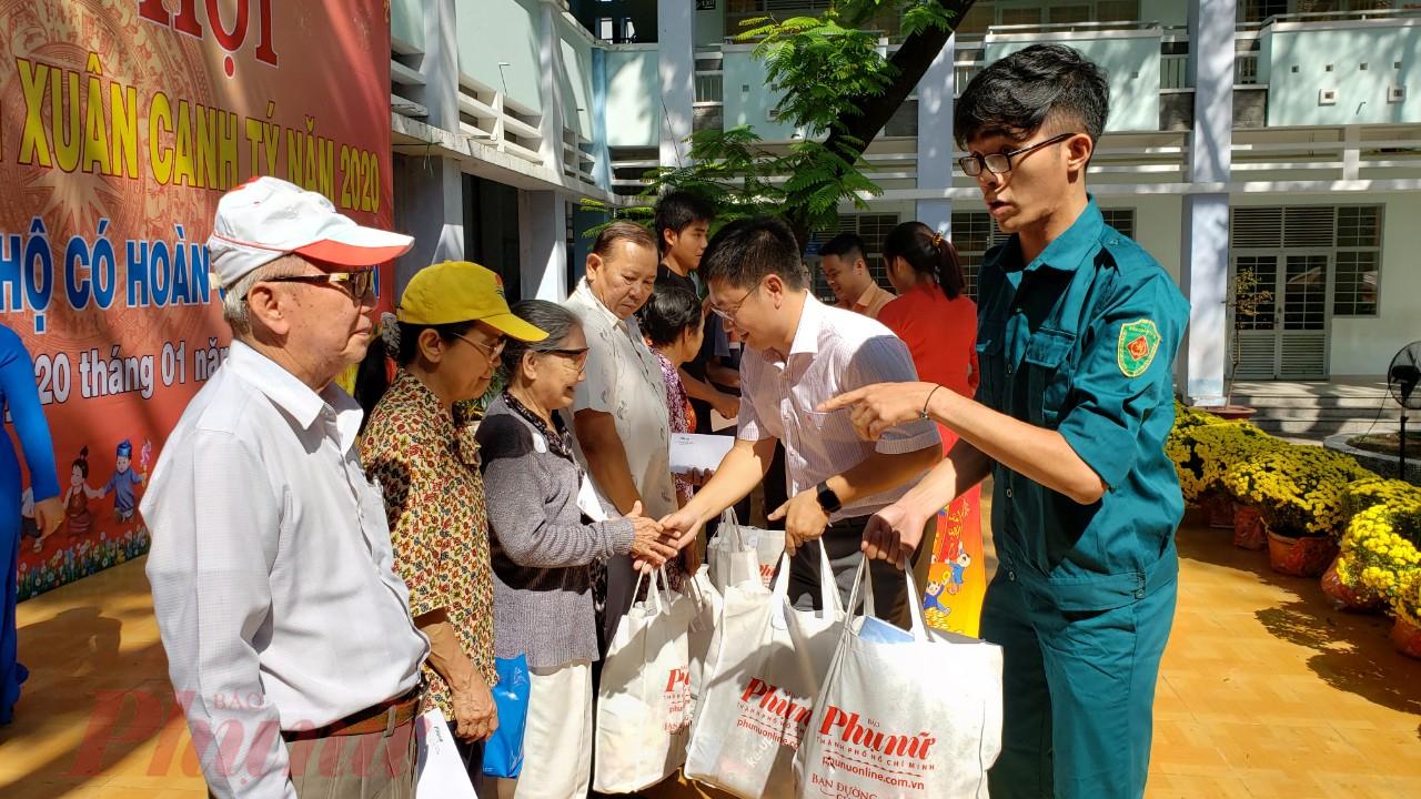 Những phần quà từ Báo Phụ nữ TPHCM giúp người dân khó khăn có điều kiện vui đón tết