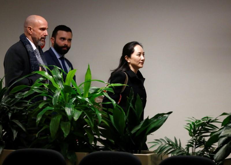 Bà Mạnh Vãn Chu tiến vào phiên tòa hôm 20/1 với phong thái khá tự tin.