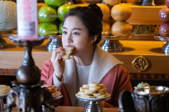 Hình ảnh hậu trường mới nhất của Kim Tae Hee trong tác phẩm Hi, bye mama.