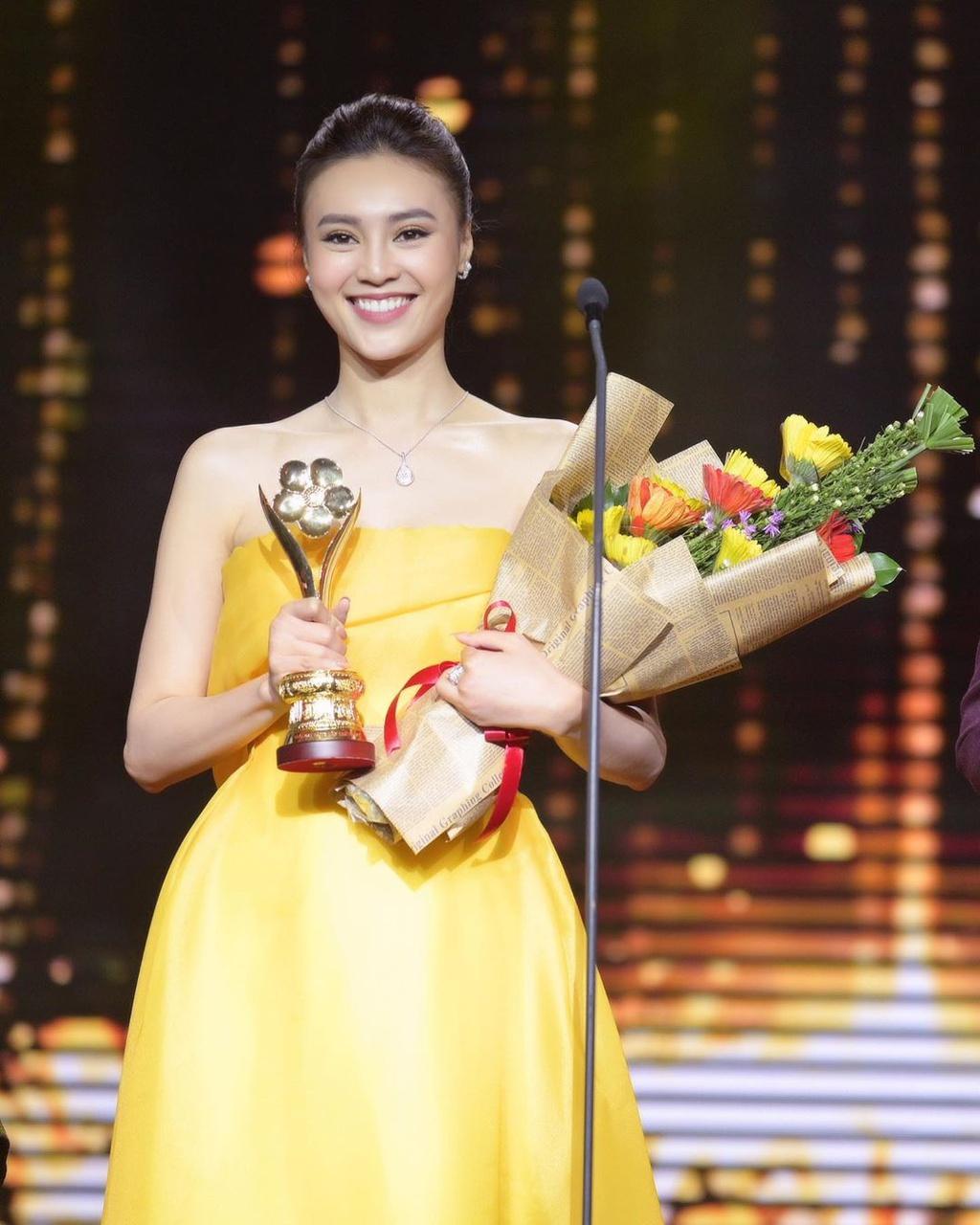 Ninh Dương Lan Ngọc đã có một năm hoạt động thành công với một số giải thưởng điện ảnh