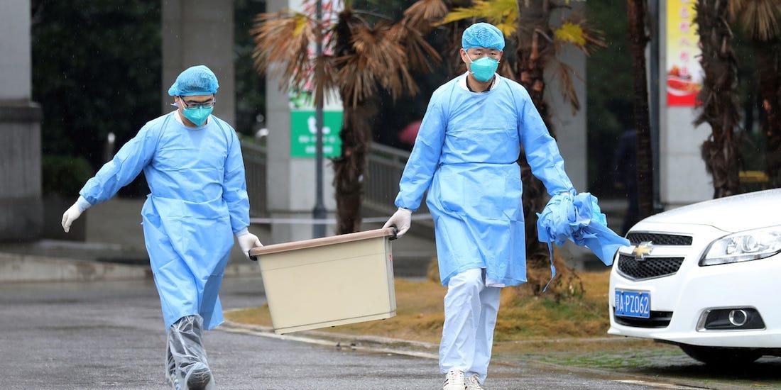 Quan chức y tế xác nhận virus viêm phổi có thể lây từ người sang người, bằng chứng là 14 nhân viên y tế nhiễm bệnh sau khi tiếp xúc bệnh nhân.