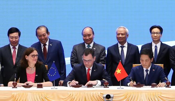 Đại diện EU và Việt Nam ký kết Hiệp định EVFTA tại Hà Nội vào ngày 30/6/2019. Tuy nhiên Hiệp định vẫn cần Nghị viện châu Âu thông qua mới có hiệu lực.