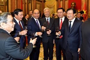 Thủ tướng Nguyễn Xuân Phúc và các đồng chí lãnh đạo, nguyên lãnh đạo Đảng, Nhà nước tại buổi gặp mặt