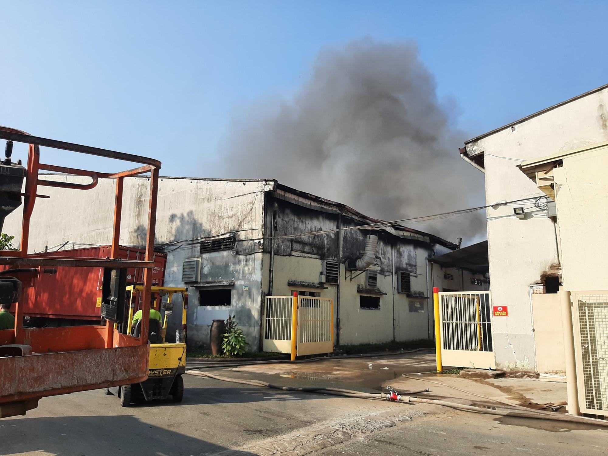 Vụ cháy xuất phát từ xưởng sơn nhưng được khống chế không bị cháy lan