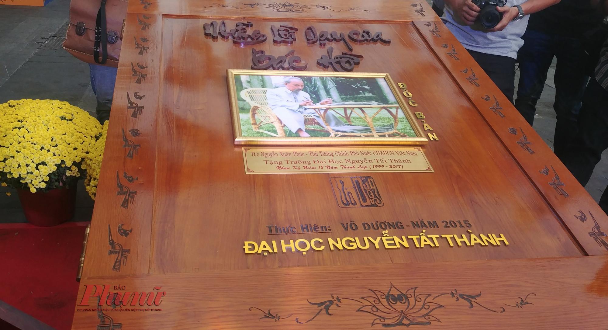 Triển lãm những lời dạy của Bác tại không gian đường sách trên tuyến đường Nguyễn Huệ - Mạc Thị Bưởi