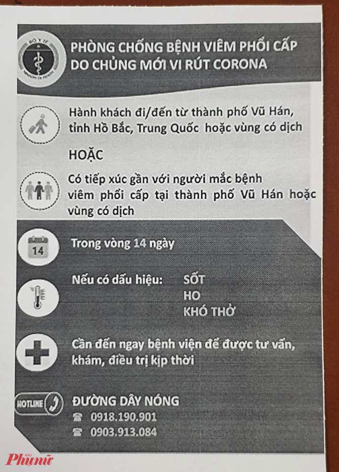 Hành khách đến, đi từ sân bay Tân Sơn Nhất TPHCM sẽ được phát tờ rơi hướng dẫn phòng dịch viêm đường hô hấp cấp.