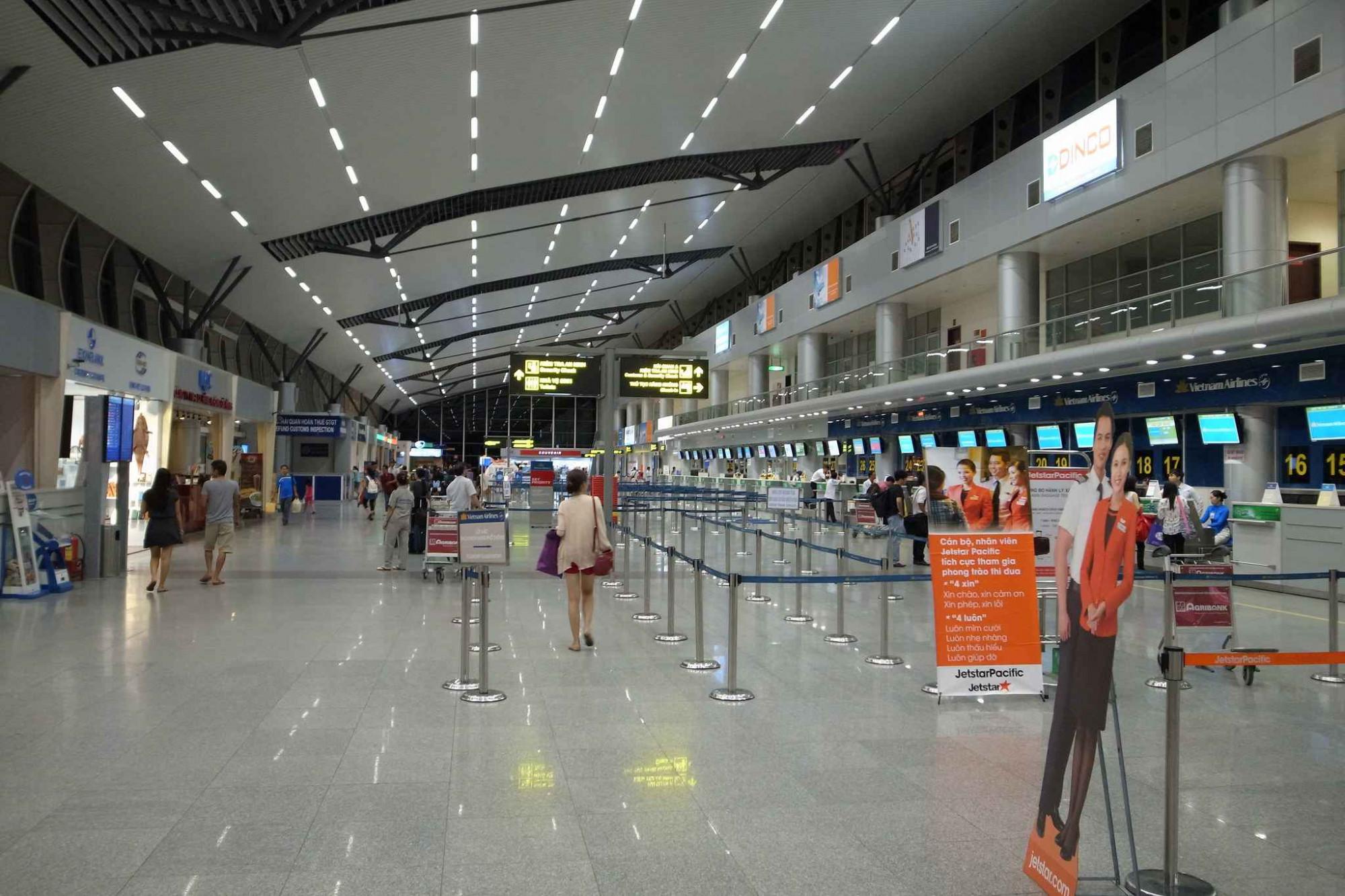 Đoàn khách trên nhập cảnh tại sân bay quốc tế Đà Nẵng. (Ảnh minh hoạ)
