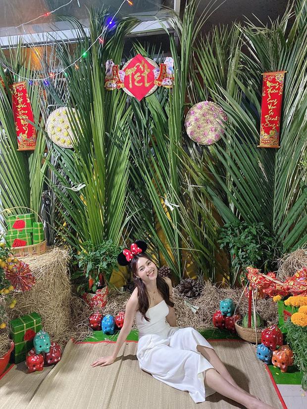 Nữ diễn viên bày trí không gian chụp ảnh bắt mắt ngay tại gia đình.