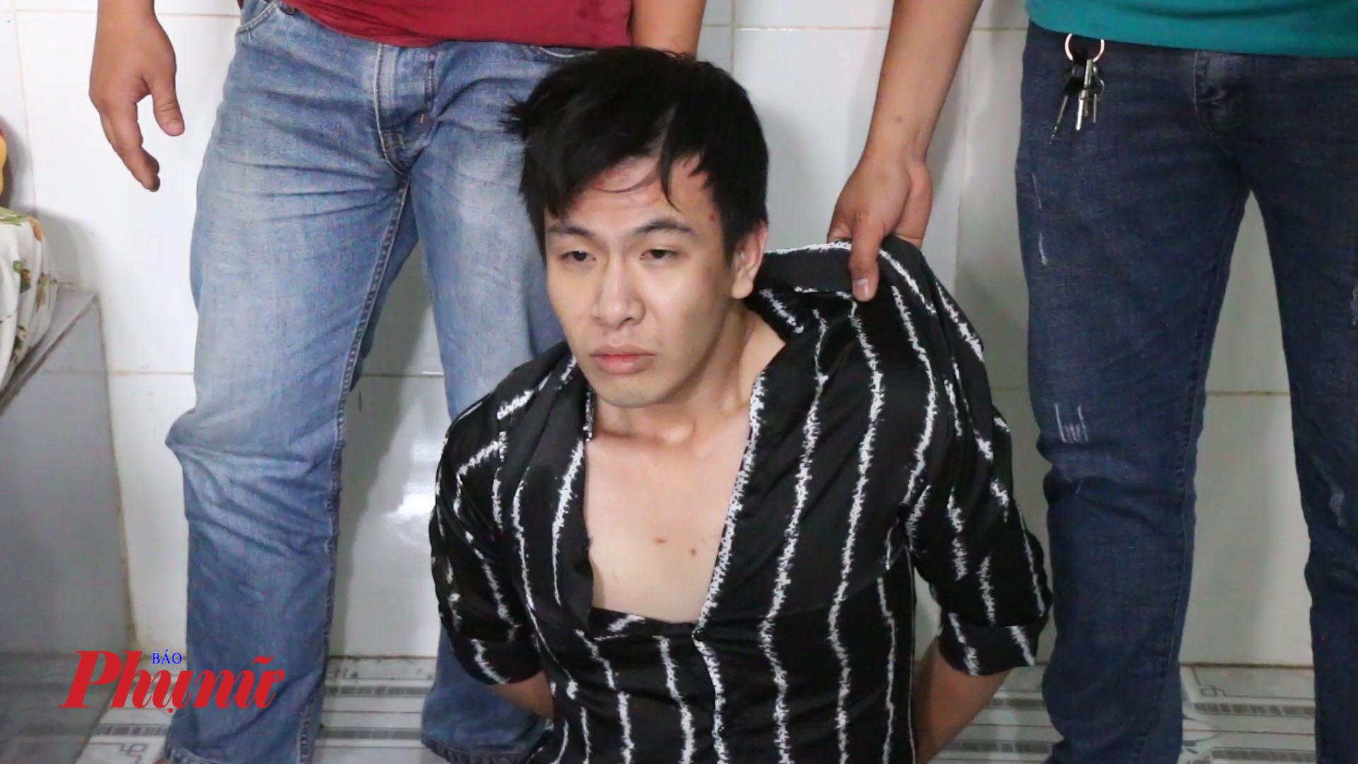 Đối tượng Trí bị bắt quả tang cùng gần 1kg ma túy  đá trong nhà nghỉ