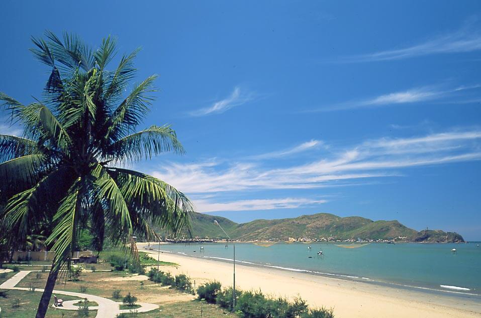 Quy Nhơn có những bãi biển cực đẹp, được lãnh đạo tỉnh Bình Định xem là tài sản của cộng đồng, để phục vụ cộng đồng
