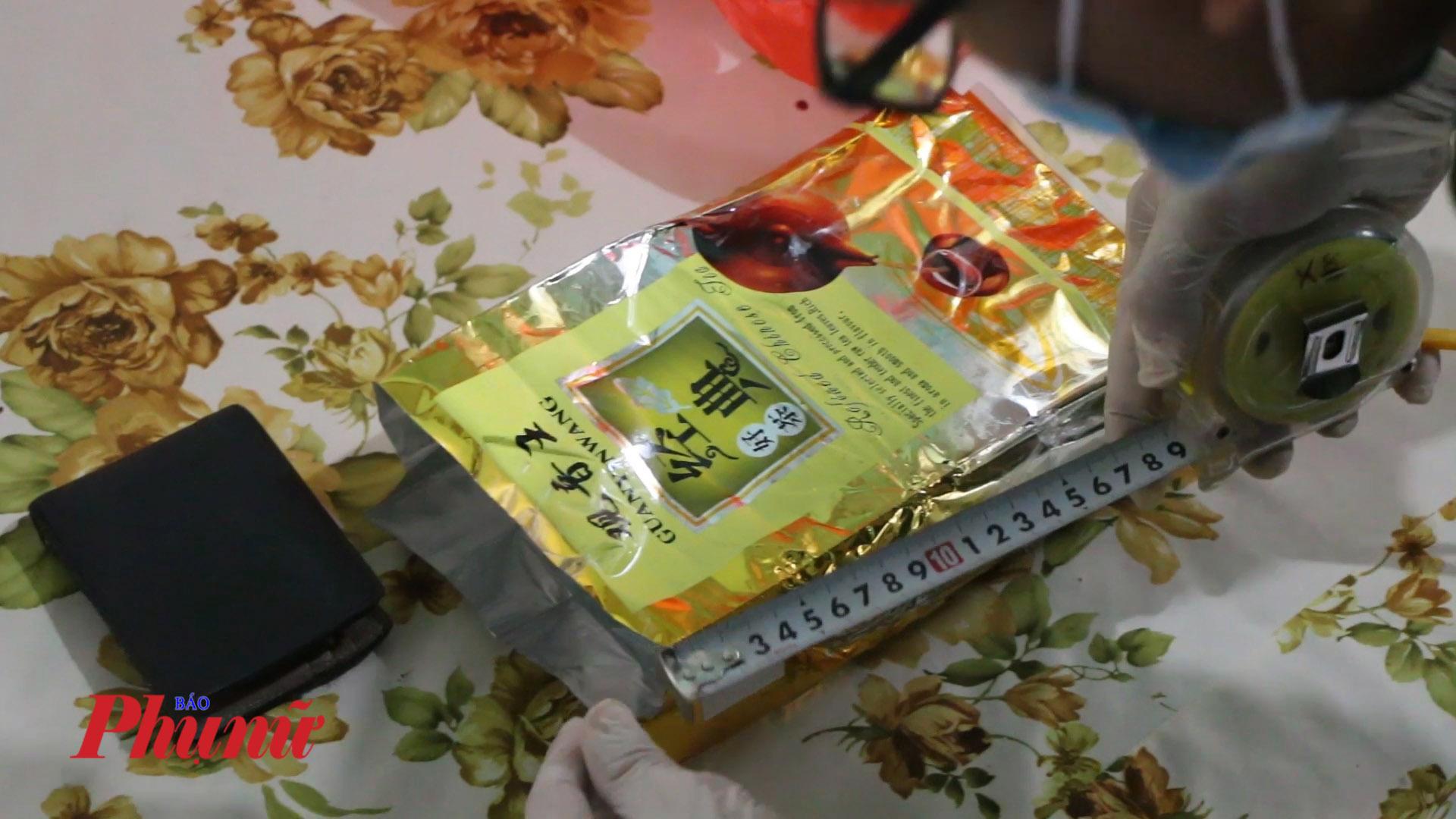 Gần 1kg ma túy đá được ngụy trang trong bọc trà
