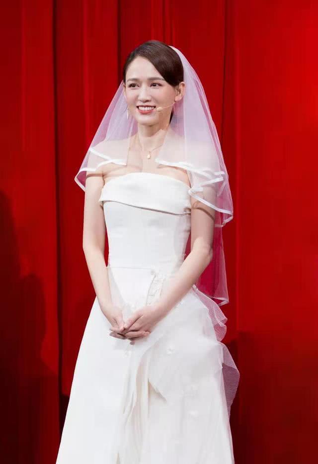 Trần Kiều Ân năm nay 41 tuổi. Nữ diễn viên vẫn giữ được vẻ ngoài trẻ trung rất nhiều so với tuổi thật. Cô vẫn chưa kết hôn. Gần đây, thông tin Trần Kiều Ân hẹn hò tình nhân trẻ tuổi hơn đang được dư luận chú ý.