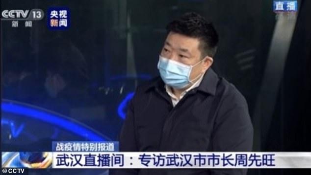 Thị trưởng thành phố Vũ Hán - Zhou Xianwang - đưa ra lời thú nhận trên chương trình của đài CCTV vào tối 27/1.