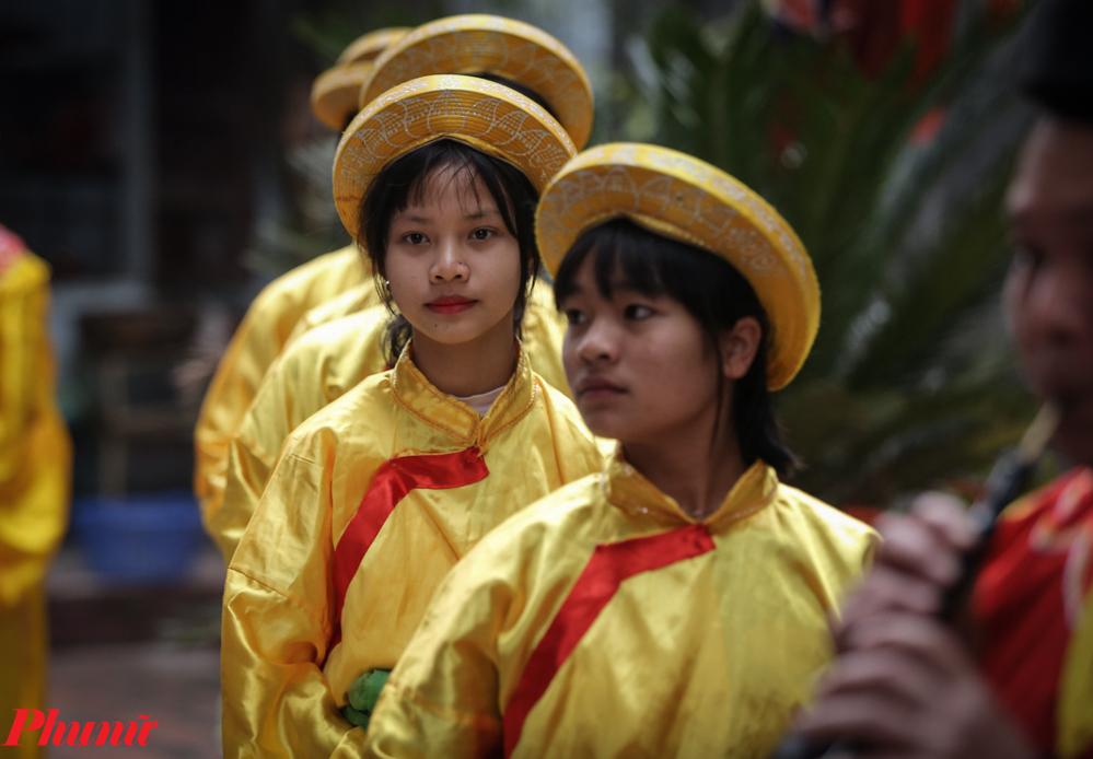 Được tham gia phần Lễ cũng là vinh dự của những đứa trẻ trong xã.