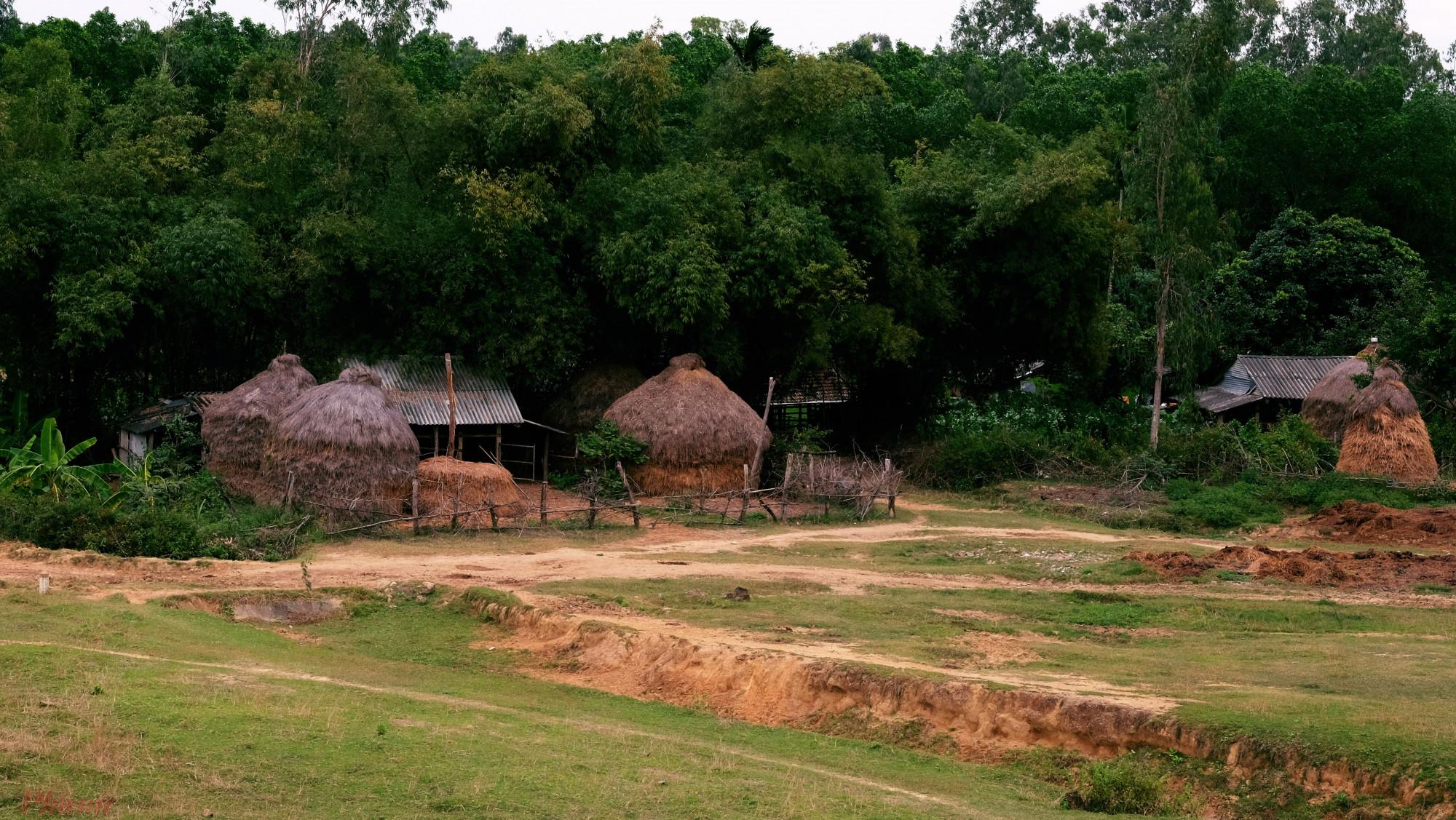 Một ngôi nhà ''điển hình'' cho cảnh làng quê miền trung từ khoảng 20 năm trước, hiện đã trở thành ''của hiếm''.