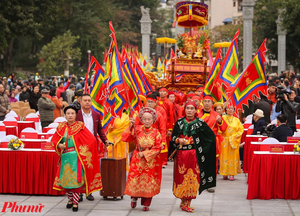 Ngoài những nét văn hóa khá tương đồng với lễ hội Tây Sơn Thượng đạo (An Khê - Gia Lai), Tây Sơn Hạ đạo (Bình Định), lễ hội gò Đống Đa có những điểm khác biệt rất độc đáo và hấp dẫn.