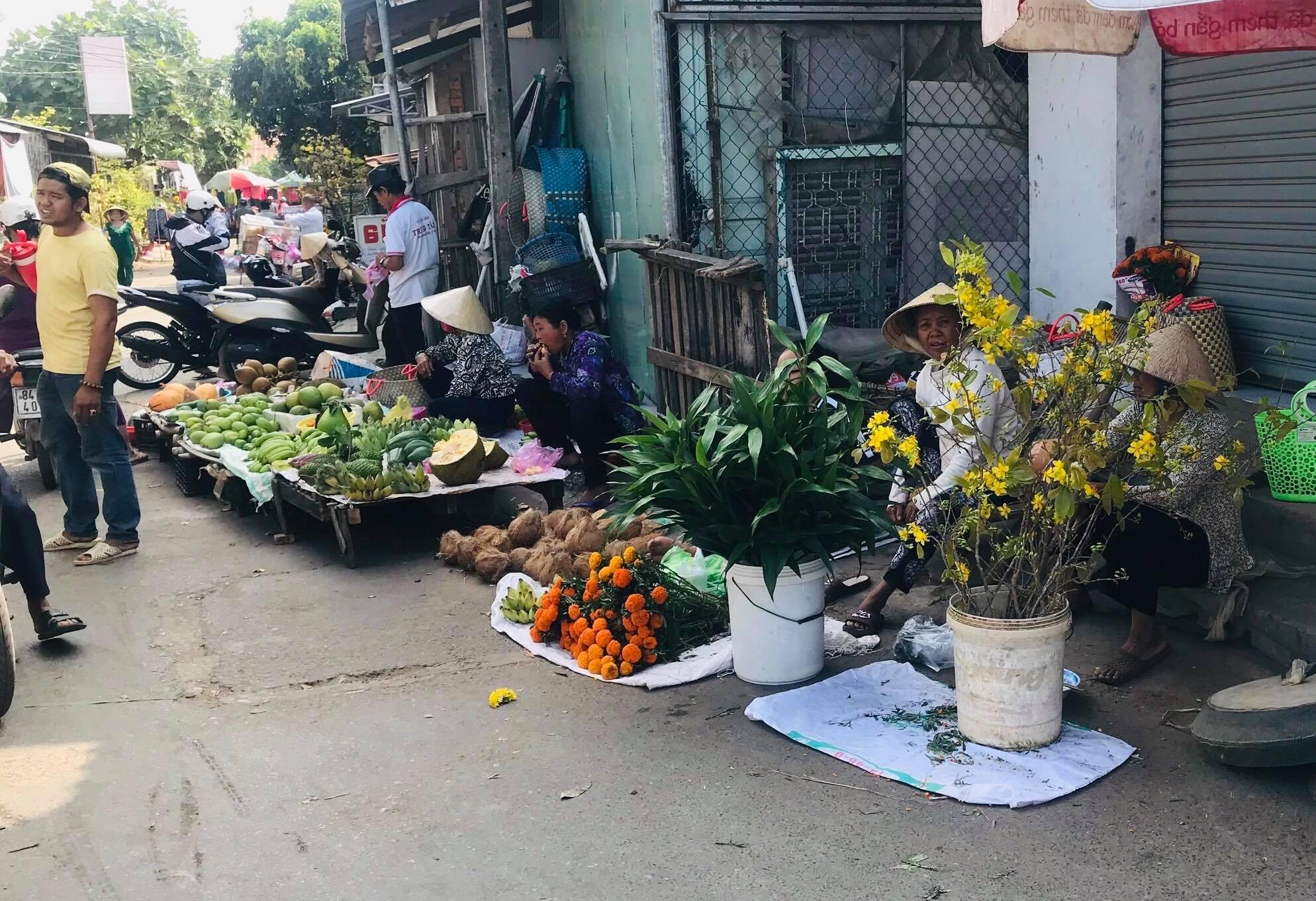 Chợ Tết quê như