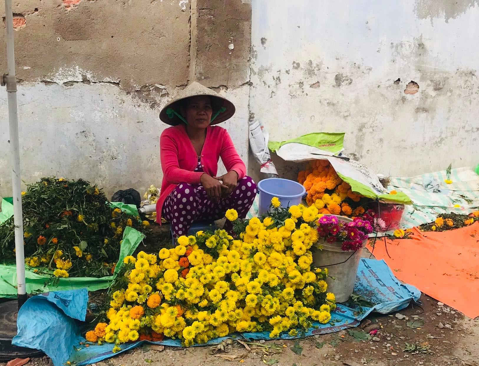 Một gánh hàng bông chợ Tết ở Trà Vinh