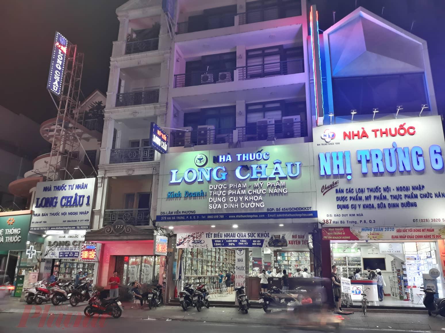 Nhiều cửa hàng thuốc tây đông khách mua khẩu trang tại TPHCM sau Tết