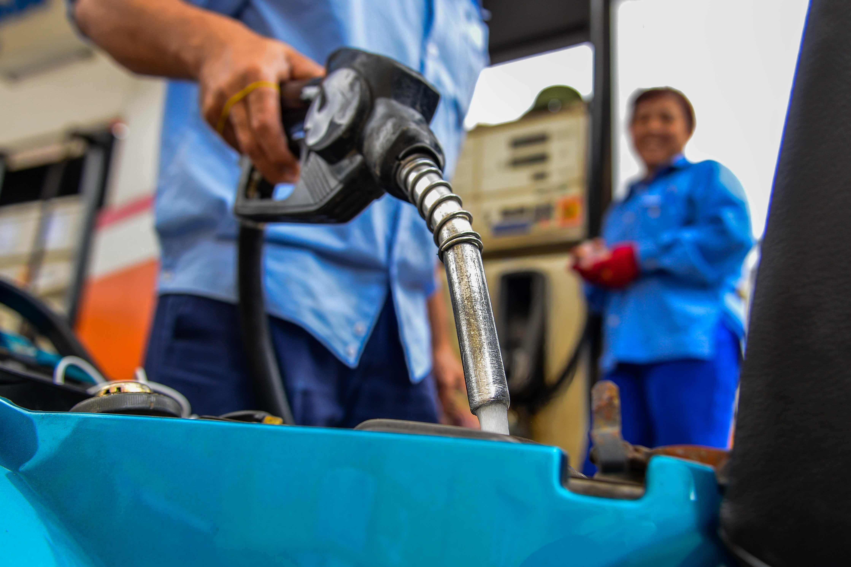 Giá xăng dầu giảm ngay sau Tết