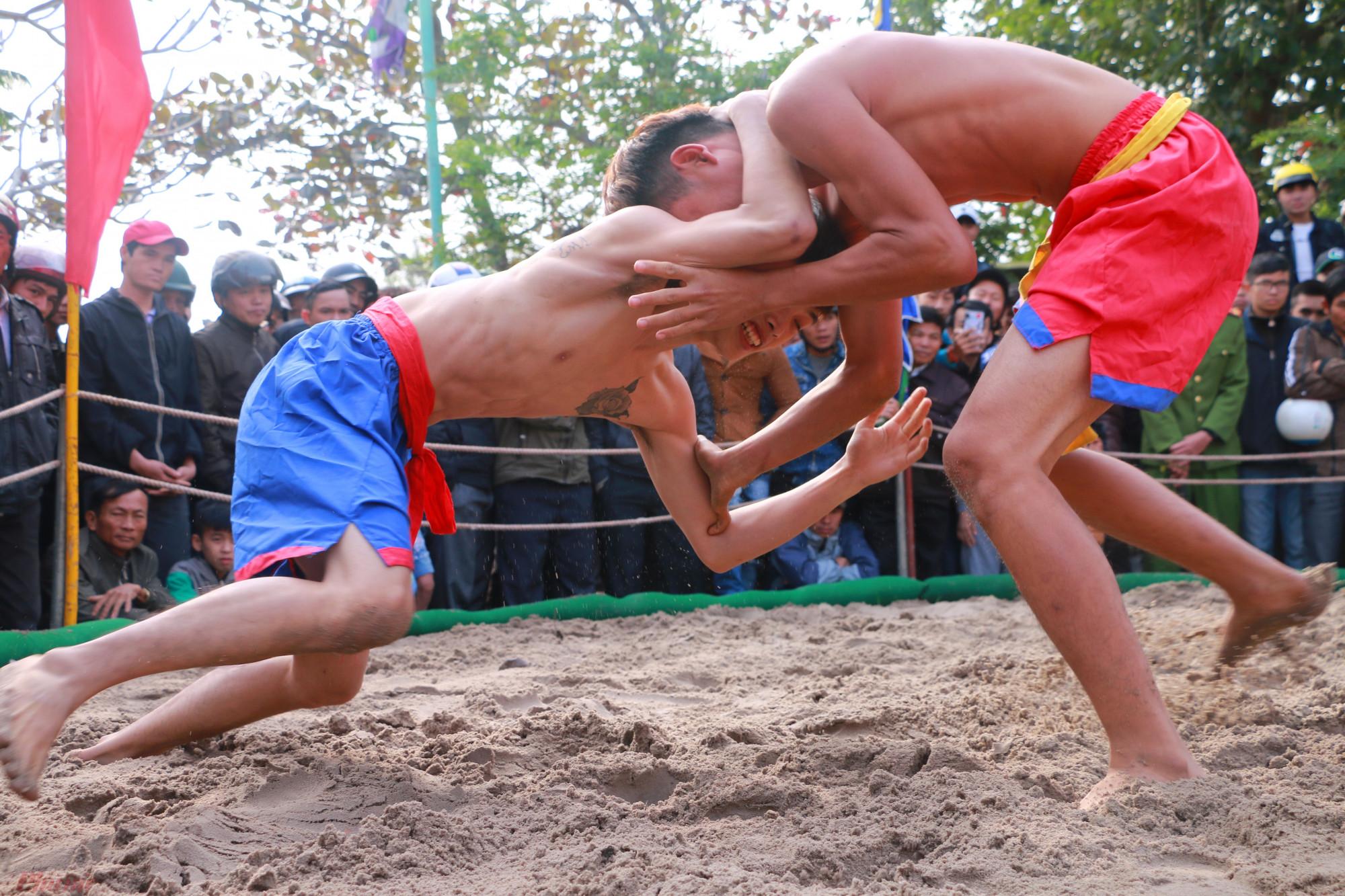 Được biết, Hội vật truyền thống làng Thủ Lễ được hình thành, phát triển từ thời các chúa Nguyễn nhằm tuyển chọn những binh sỹ có sức khỏe tốt tham gia vào quân đội của triều đình