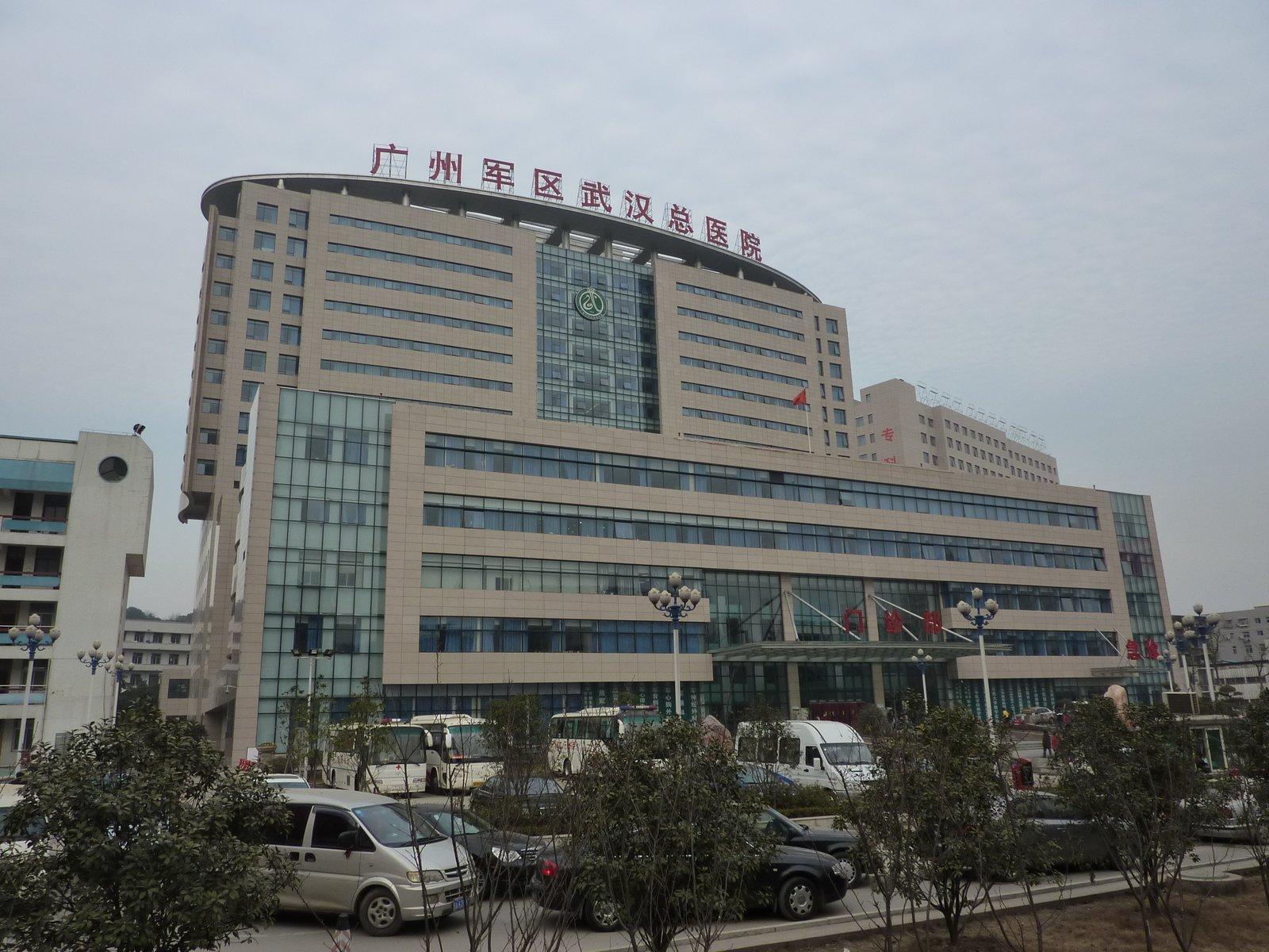 Bệnh viện chính Vũ Hán, vốn là một bệnh viện quân đội, đã quá tải khi dịch viêm phổi cấp lây nhiễm với tốc độ nhanh