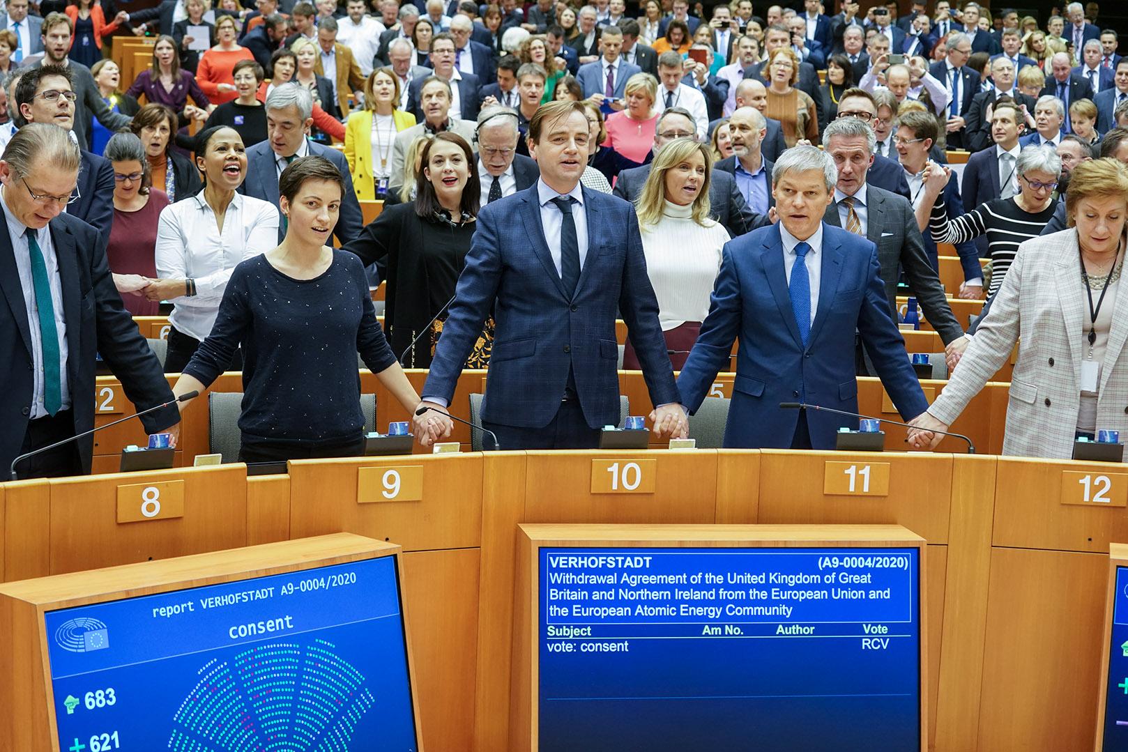 Nghị viện châu Âu thông qua Thỏa thuận rút lui với con số áp đảo.
