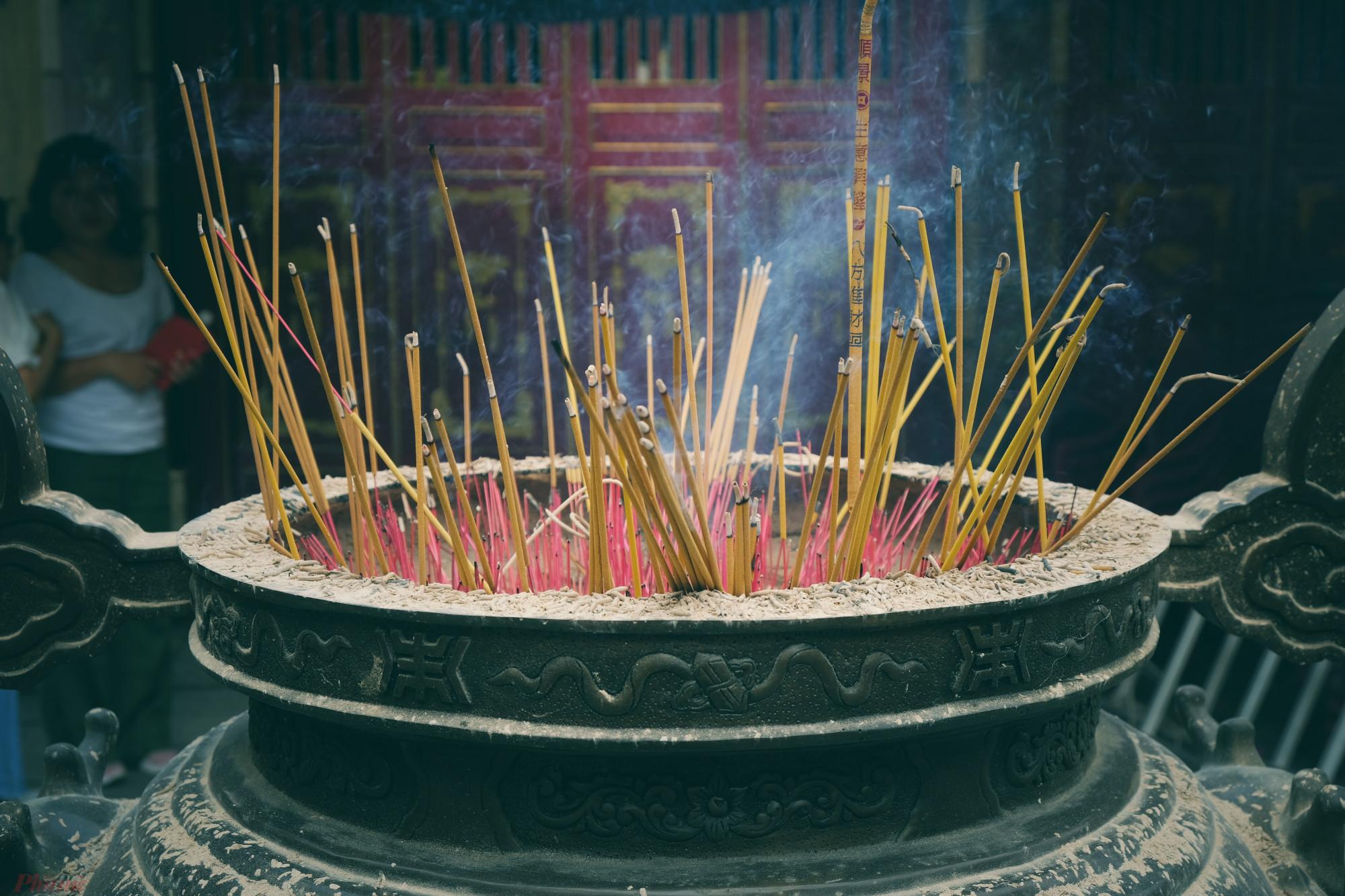 Lăng Ông -Bà Chiểu là khu đền và mộ của Tả quân Lê Văn Duyệt (1764-1832); hiện tọa lạc tại số 1 đường Vũ Tùng, phường 1, quận Bình Thạnh. Do vị trí Lăng Ông nằm cạnh Chợ Bà Chiểu nên dân gian quen gọi chung Lăng Ông - Bà Chiểu.