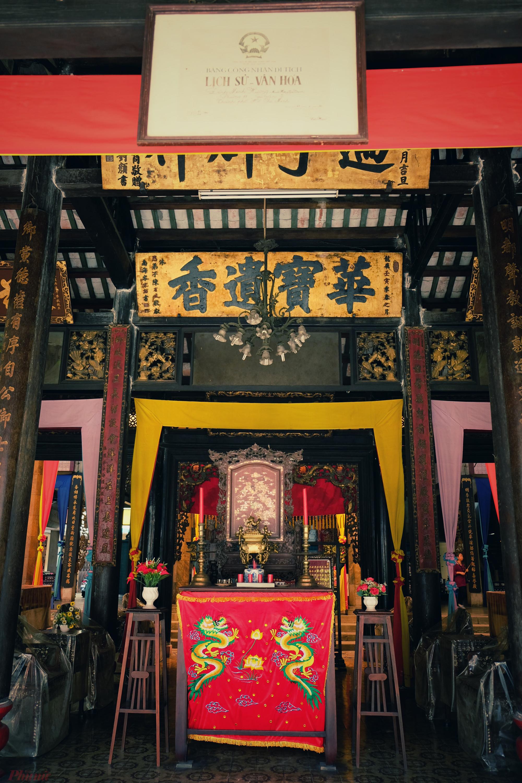 Lễ tế quan trọng nhất của đình Minh Hương Gia Thạnh là lễ tế Kì Yên diễn ra vào ngày 16 tháng Giêng hằng năm. Ông Mai Hà Xuân (77 tuổi), một trong những người trông nom đình Minh Hương, trước đây, lễ vật tế thần phải có một bò, một heo, một dê. Sau này, lễ vật giản lược, chỉ cần làm 3 con heo quay dâng lên.