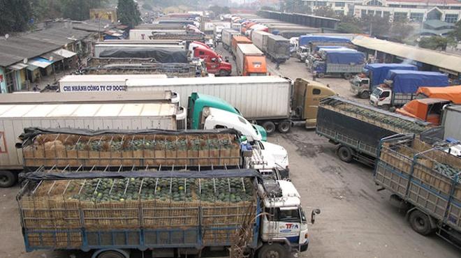 Nông sản Việt tới cửa khẩu đành quay đầu trở về vì Trung Quốc đóng cổng biên giới. Ảnh minh hoạ