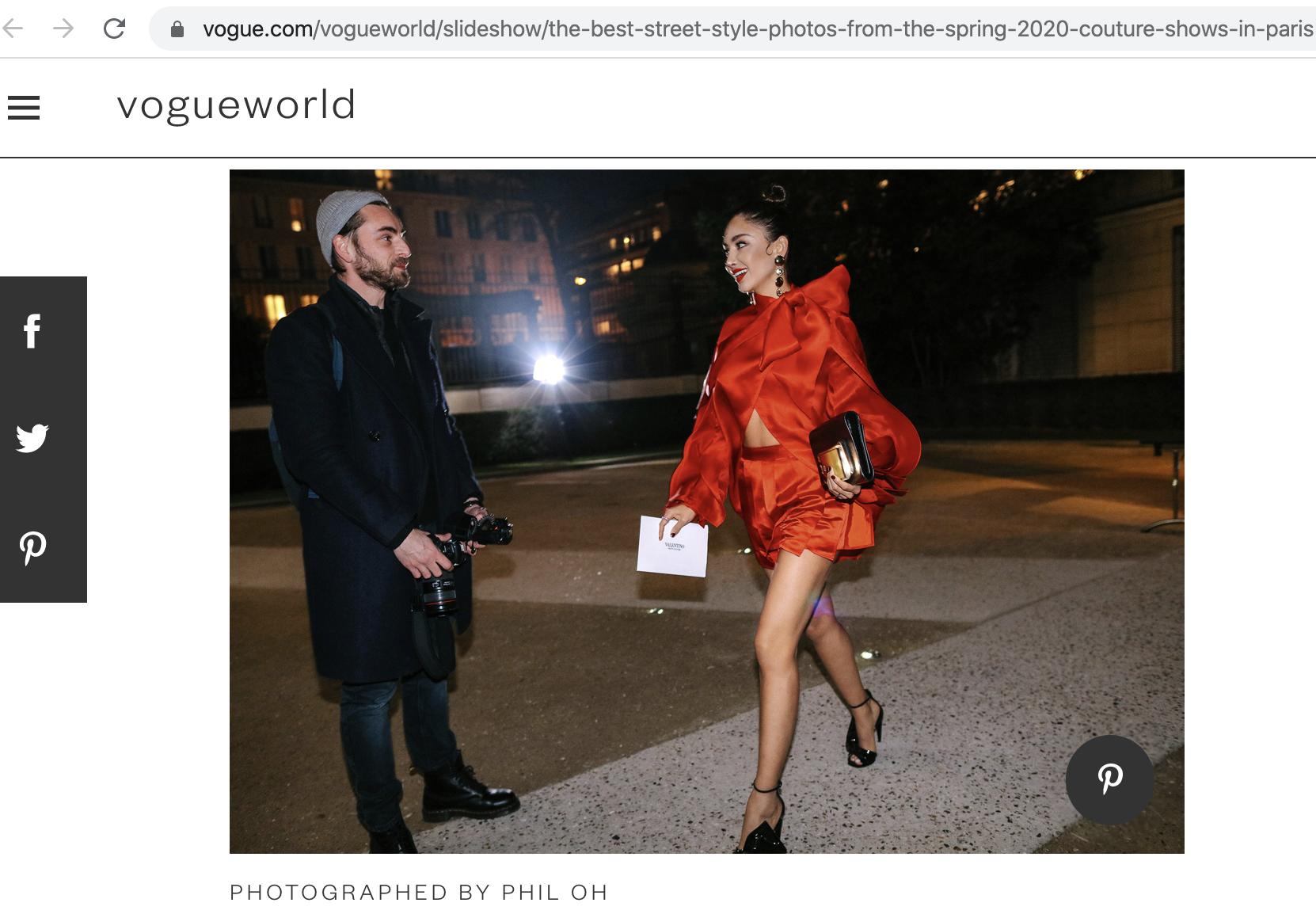 """Đặc biệt, bộ cánh nữ diễn viên Mexico diện của NTK Trần Hùng xuất sắc được chọn là một trong những street style đẹp nhất mùa xuân 2020 này trong bài """"The best street style photos from the Spring 2020 Couture shows in Paris"""" của Vogue bình chọn. Và Trần Hùng vinh dự là nhà thiết kế Việt Nam đầu tiên ó thiết kế street style xuất hiện trên Big 4 Vogue thế giới: Vogue, British Vogue, Vogue Italia và Vogue Paris."""